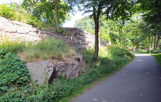 Stone walls at Salterigatan